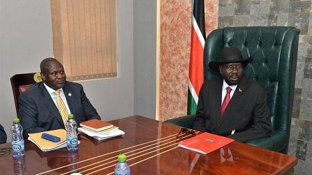 Le chef rebelle sud-soudanais Riek Machar est arrivé lundi à Juba, pour sa première venue en un an dans la capitale, où il a rencontré le président Salva Kiir pour discuter de paix