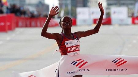 La Kényane Brigid Kosgei a battu le record du monde du marathon dimanche à Chicago
