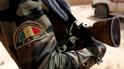 Des hommes armés ont temporairement saisi une base militaire au centre du Mali dimanche