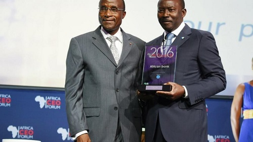 Henri-Claude Oyima à droite est le directeur général de la BGFI (ici le 21 mars 2016, à Abidjan). © SIA KAMBOU / AFP