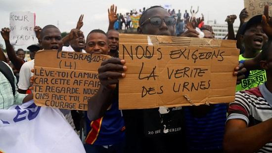 Des partisans de Martin Fayulu réclament «la vérité des urnes», ici le 12 janvier 2019, à Kinshasa. © REUTERS/Kenny Katombe/File Photo