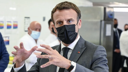 Emmanuel Macron a reçu une gifle de la part d'un individu
