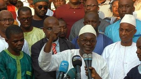 Abdourahmane Sanoh, coordinateur national du FNDC, au centre. Son organisation condamne l'arrestation de plusieurs personnes suite à des manifestations contre un éventuel troisième mandat du président Alpha Condé (Photo d'illustration). C. Valade/RFI