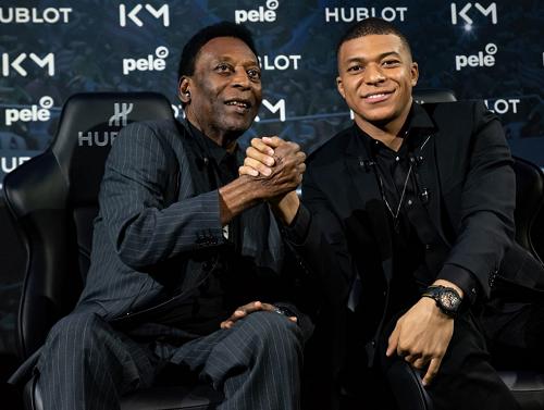 La légende du football brésilien Pelé  venait juste de participer à une opération commerciale en compagnie du jeune prodige Kylian Mbappe (PSG)