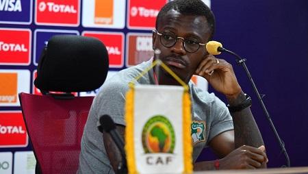 L'Ivoirien Jean Michaël Séri, en conférence de presse, avant le match face au Maroc, à la CAN 2019. AFP/Ahmed Hasan