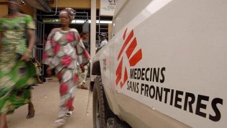 Un véhicule de MSF devant le centre médical à Kabinda, Kinshasa, RDC. © AFP PHOTO / LIONEL HEALING