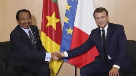 Le président camerounais Paul Biya et le président français Emmanuel Macron, à Lyon, le 10 octobre 2019. © Laurent Cipriani / POOL / AFP