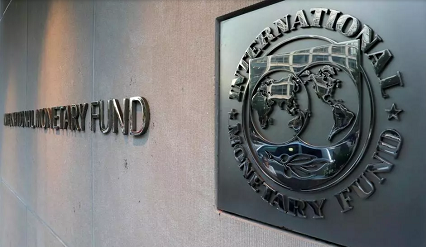 Le logo du FMI est visible sur les murs de son siège à Washington, aux Etats-Unis. REUTERS/Yuri Gripas/File Photo