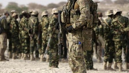 """Des soldats américains des forces spéciales et des militaires tchadiens lors des exercices conjoints """"Flintlock"""", menés par les Etats-Unis, en 2015. (image d'illustration) © REUTERS/Emmanuel Braun"""