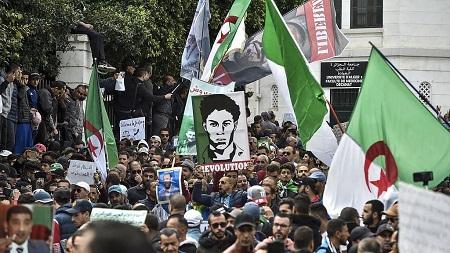 Trois opposants algériens ont été condamnés mardi à de lourdes peines d'emprisonnement à la suite de publications sur Facebook