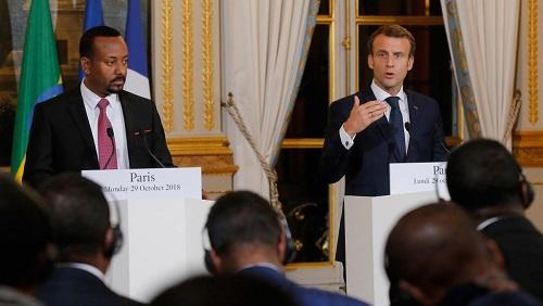 Le président français Emmanuel Macron (droite) lors d'une conférence de presse conjointe avec le Premier ministre éthiopien, Abiy Ahmed (gauche), à la suite de leur rencontre à l'Elysée, ce lundi 29 octobre 2018, à Paris. © Michel Euler / POOL / AFP