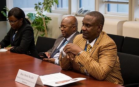 Le ministre de la Sécurité du Zimbabwe, Owen Ncube