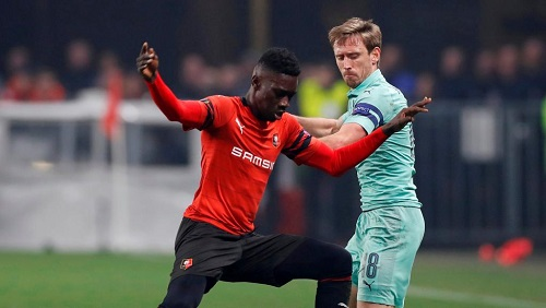 Le Sénégalais Ismaïla Sarr face au Arsenal de Nacho Monreal. Reuters/Paul Childs