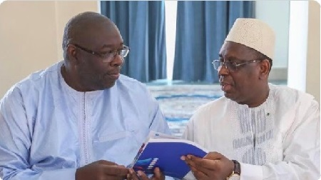 Le président Macky Sall  et Babacar Touré, président du CNRA