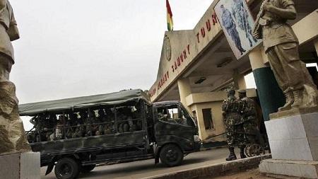 Au moins six figures de proue de la société civile en Guinée étaient toujours détenus dimanche dans un lieu tenu secret