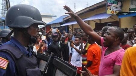 Les Libériens réclament une augmentation de leur pouvoir d'achat et de meilleures conditions de vie.© Zoom DOSSO / AFP