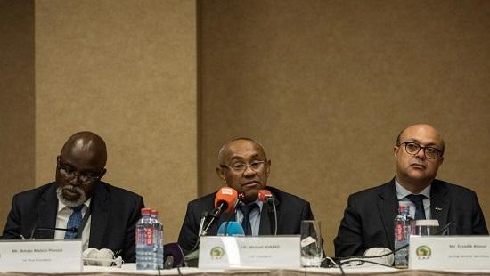Le président de la CAF, le Malgache Ahmad (au centre). CRISTINA ALDEHUELA / AFP