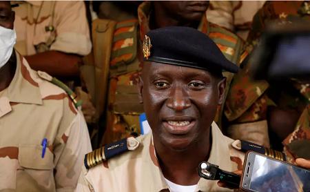 Le colonel Ismael Wague, porte-parole du Comité national pour le salut du peuple (CNSP) mis en place par la junte qui a pris le pouvoir au Mali, le 24 août 2020 à Bamako. © Reuters