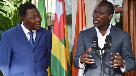 Boni Yayi (à gauche) et Patrice Talon réunis le 18 avril 2016 pour une réconciliation à Abidjan. AFP - ISSOUF SANOGO