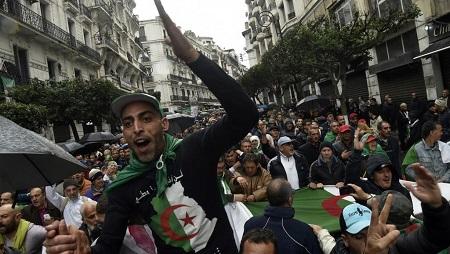 47e semaine de manifestation, à Alger le vendredi 10 janvier 2020. © RYAD KRAMDI / AFP