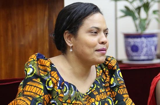 Angellah Kairuki, née le 10 septembre 1976, Mariée et mère de trois enfants, avocate à la Haute-Cour de la Tanzanie et membre du Tanzania Institute of Arbitrators