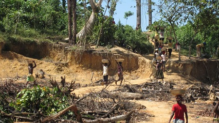 Une mine d'or dans le district de Tarkwa-Nsuaem, dans le centre du Ghana, en 2014. © Juliane Kippenberg/Human Rights Watch
