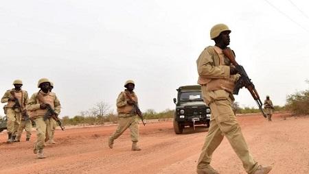 Des soldats burkinabè à l'entraînement, le 13 avril 2018 (illustration). © ISSOUF SANOGO / AFP
