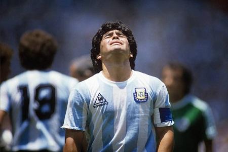 L'Argentin Diego Maradona lors de la Coupe du monde 1990 en Italie, face au Cameroun. Photo: AFP