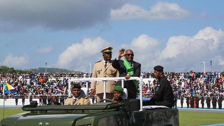 Le président Azali Assoumani a été officiellement investi à la tête des Comores dimanche 26 mai à Moroni. © Ibrahim YOUSSOUF / AFP