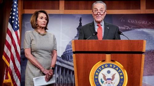 Les deux principaux représentants démocrates à la Chambre des représentants et au Sénat, Nancy Pelosi et Chuck Schumer, le 25 janvier 2019 au Capitol. REUTERS/Joshua Roberts/File Photo