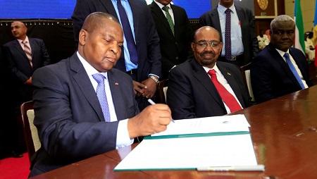 Le président centrafricain Touadéra lors de la signature de l'accord de paix à Khartoum, le 5 février 2019 (image d'illustration). © REUTERS/Mohamed Nureldin Abdallah/File Photo