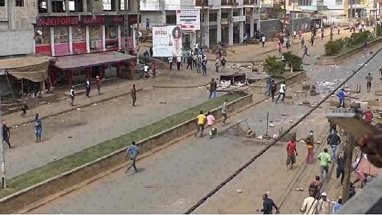 Plus de 200 membres des forces de défense et de sécurité camerounaises ont perdu la vie dans ce conflit ainsi que plus de 500 civils, selon le groupe d'analyse International Crisis Group