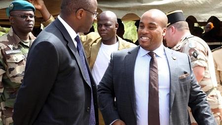 Le fils du président malien, Karim Keïta (à droite) poursuit en diffamation deux journalistes. © HABIBOU KOUYATE / AFP