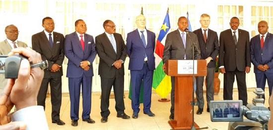 Les officiels de la Conférence de presse ONU-UA-CAEC