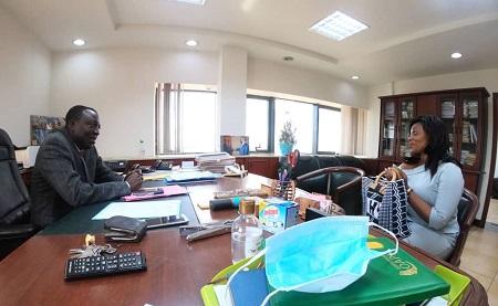 Reunion entre le SG du MINPMEESA, Joseph Tchana et Jacqueline Nyoum, Dg de MBC. Le 29 septembre 2020 à Yaoundé.Photo Regard Sur l'Afrique