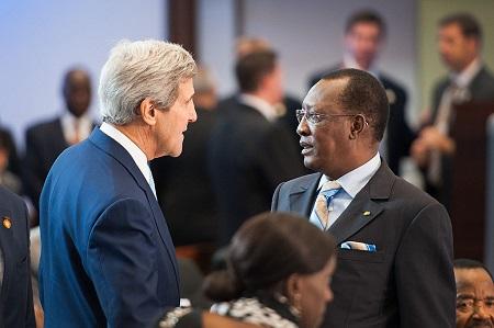 L'ancien Secrétaire américain Kerry  et Idriss Déby, le président du Tchad