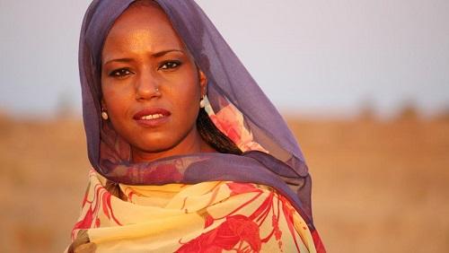 Le concert de la chanteuse sahraouie Aziza Brahim a été annulé sous la pression du Maroc. © DR