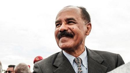 Le président de l'Érythrée, Issayas Afwerki, à son arrivée à l'aéroport de Gondar pour une visite en Éthiopie, le 9 novembre 2018. © EDUARDO SOTERAS / AFP