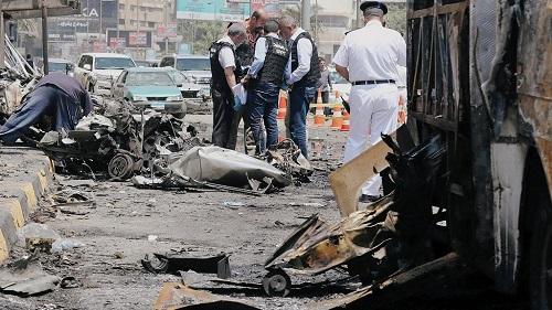 Deux policiers ont été tués lundi au Caire dans l'explosion d'un engin pendant qu'ils poursuivaient un homme