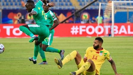 Le Béninois Cebio Soukou, à terre face au Sénégal, à la CAN 2019. RFI/Pierre René-Worms