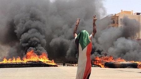 Un lundi noir au Soudan. En cause la mort par balles de plus de 30 personnes tombées lors de la répression d'un sit-in à Khartoum par l'armée