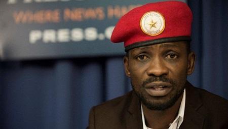 Le chanteur et opposant ougandais Bobi Wine lors d'une conférence de presse à Washington le 6 septembre 2018. © AFP/Eric Baradat