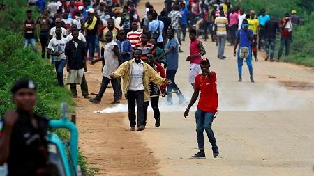 Des centaines de personnes ont manifesté contre les violences xénophobes qui visent leurs compatriotes en Afrique du Sud