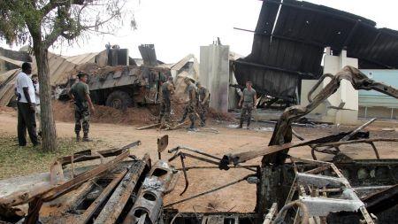 Bouaké après l'attaque, le 10 novembre 2004.© Philippe DESMAZES Source: AFP