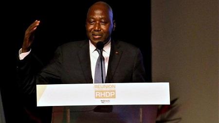 Amadou Gon Coulibaly s'exprime après avoir été désigné comme candidat du RHDP à la présidentielle d'octobre 2020. Le 12 mars 2020 REUTERS/Thierry Gouegnon