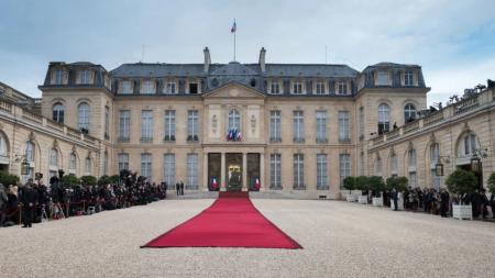 Le palais de l'Élysée, dit l'Élysée, est un ancien hôtel particulier parisien, siège de la présidence de la République française et la résidence officielle du chef de l'État depuis la II? République. Situé au n? 55 de la rue du Faubourg-Saint-Honoré, dans le 8? arrondissement de Paris.