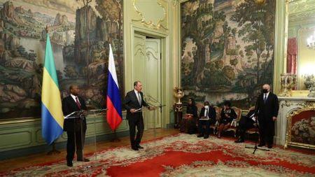 Les ministres des Affaires étrangères gabonais et russe.