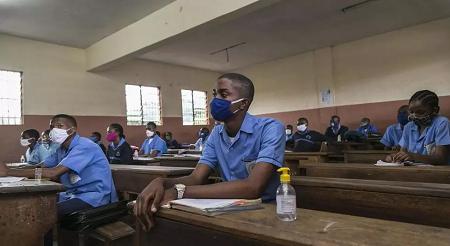 Classe au collège Jean Benoit à Yaoundé, le 1er juin 2020. AFP