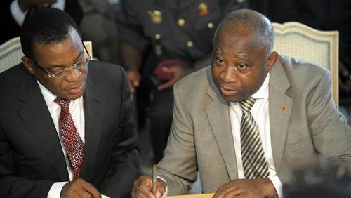 L'actuel président du FPI Pascal Affi N'Guessan avec l'ancien président ivoirien Laurent Gbagbo, en octobre 2009. © AFP PHOTO / ISSOUF SANOGO
