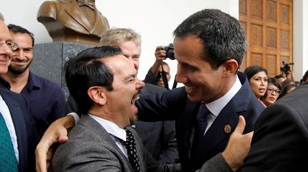 L'ambassadeur français au Venezuela Romain Nadal et l'opposant Juan Guaido le 19 février 2019 à Caracas (image d'illustration).  © Marco Bello Source: Reuters